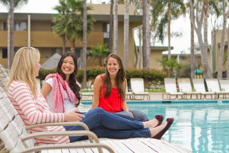 Bay Pointe: swimming pool