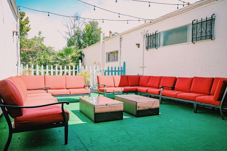Westwood Hall: outdoor lounge