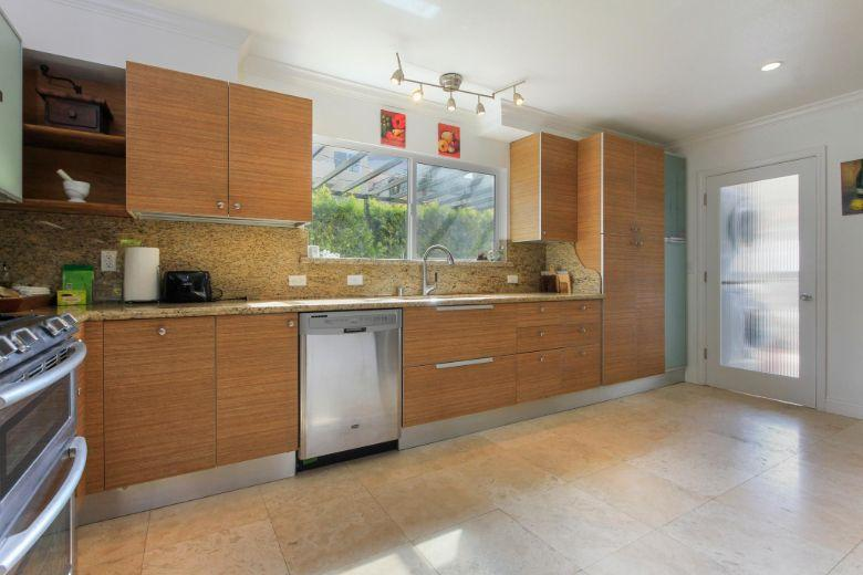 Westwood International House: kitchen