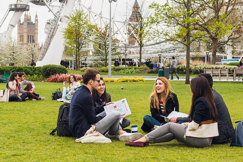 Kaplan students studying outdoors in London