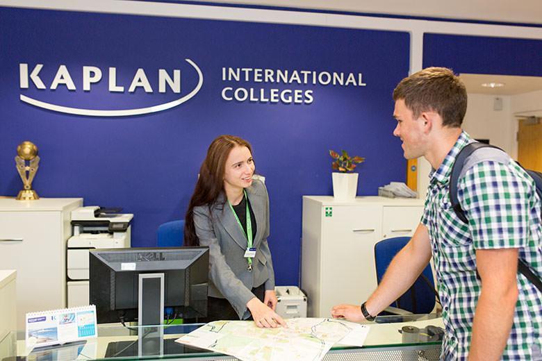 Student in the reception of Kaplan English school in Oxford