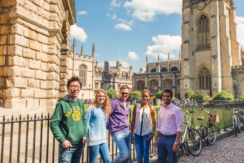 Kaplan students visiting the Radcliffe Camera and the University Church of St Mary the Virgin